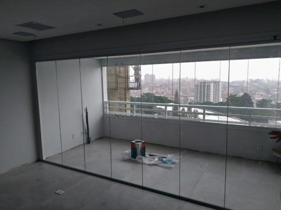 Fechamento de Varanda com Vidro em Apartamento Itaim - Fechamento de Varanda com Vidro em Apartamento