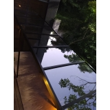 instalação de cobertura de vidro com calha Moema
